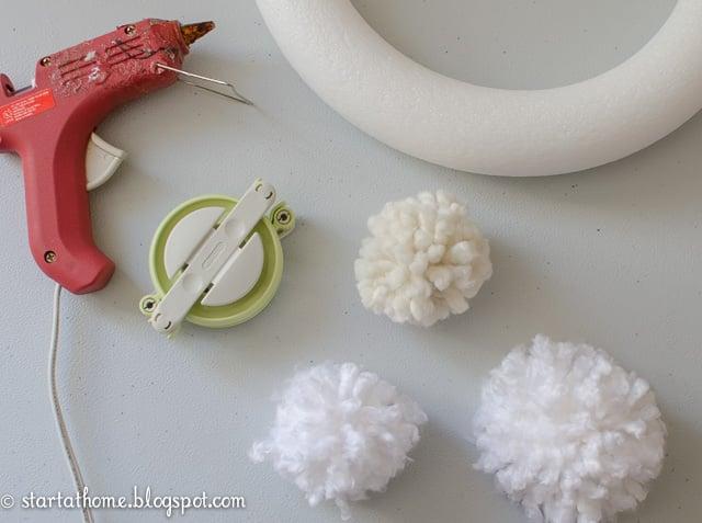 DIY Pom Pom Wreath Tutorial