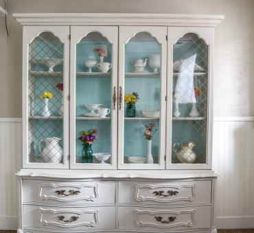 French Hutch Makeover