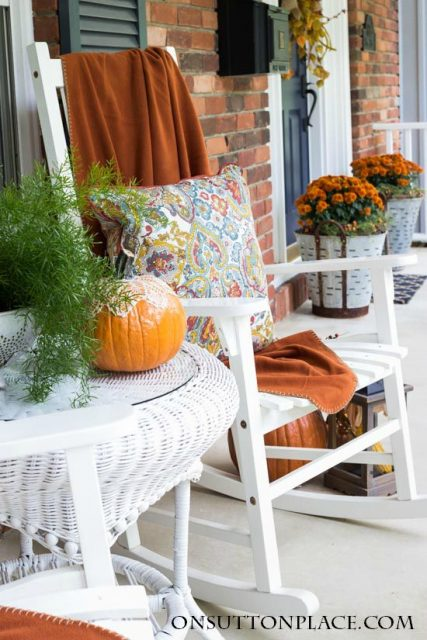 easy-fall-porch-decor-2
