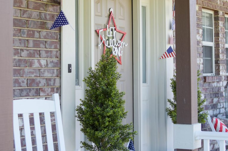 Create a 4th Of July Front Porch On A Budget