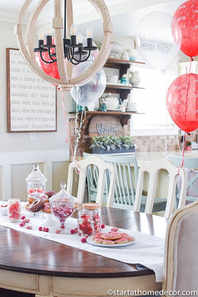 DIY Easy Valentine's Day Tablescape