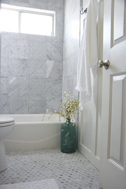 Gorgeous tiled bathroom grey and white