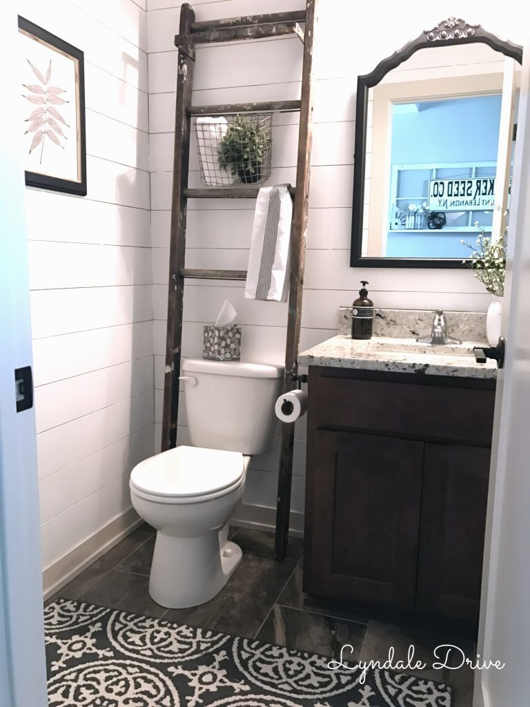 Farmhouse bathroom for small spaces