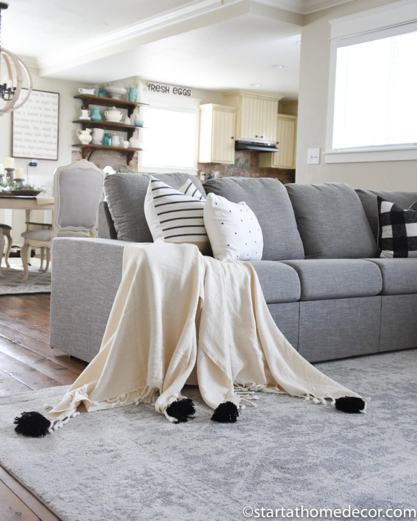Living Room Decor Accents - Throw Blankets and Toss Pillows
